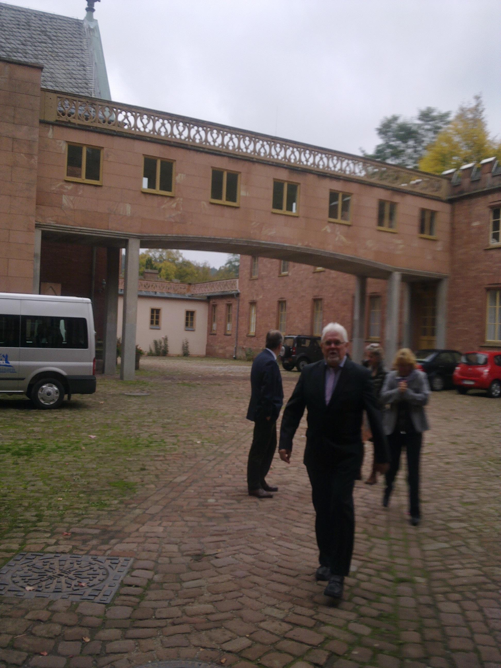 Schloß Waldleinigen - Arzt mit Fürst im Hintergrund