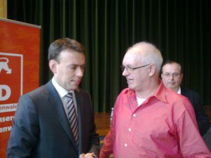 Justiz-Opfer e.V. Vorstand T. Repp im Gespräch mit SPD Minister N. Schmid, B-W